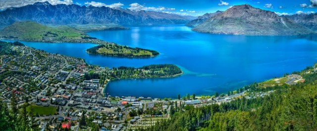 Queenstown-Bay.-New-Zealand