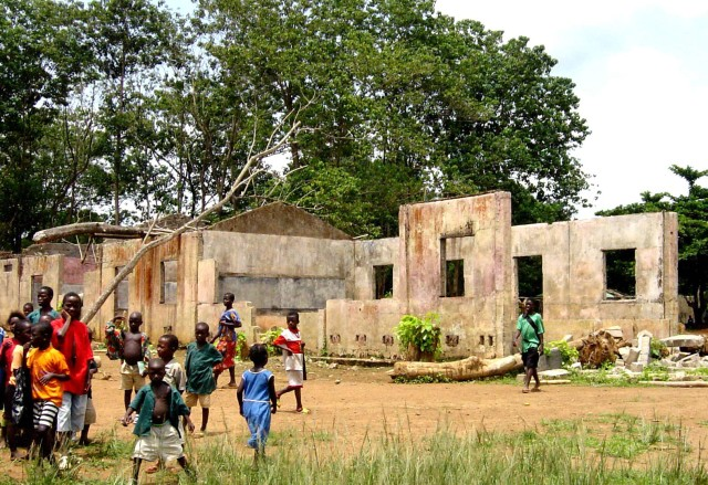 School_destroyed_by_Sierra_Leone_Civil_War